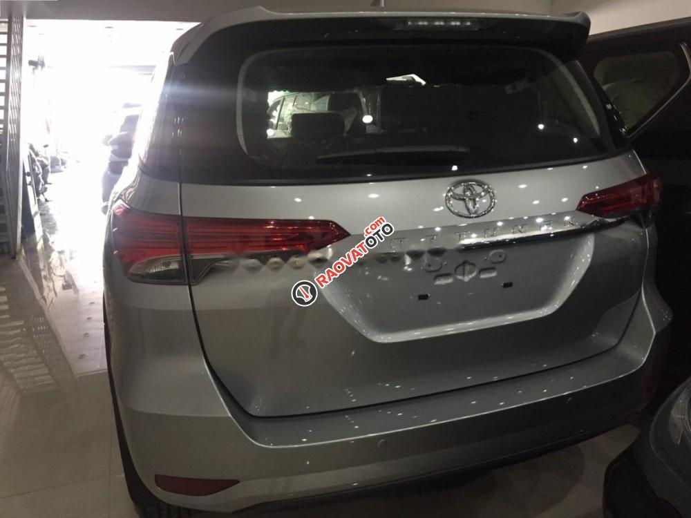 Bán xe Toyota Fortuner 2.7V đời 2017, màu bạc, nhập khẩu-2