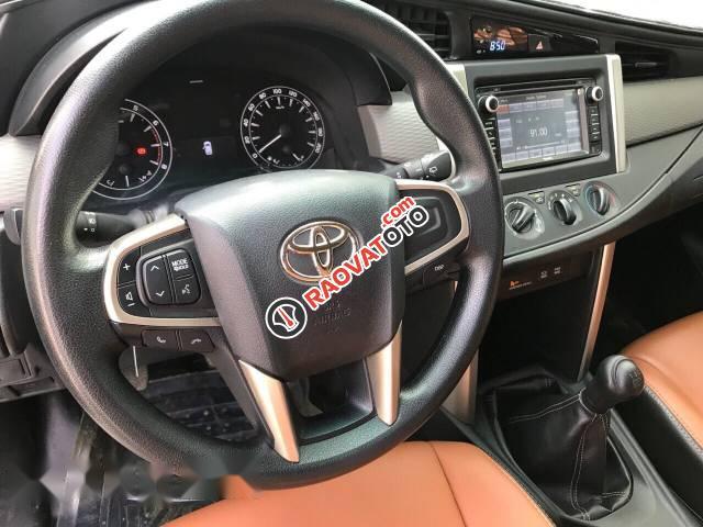 Bán xe Toyota Innova E 2.0MT đời 2017, màu trắng, 689 triệu-5
