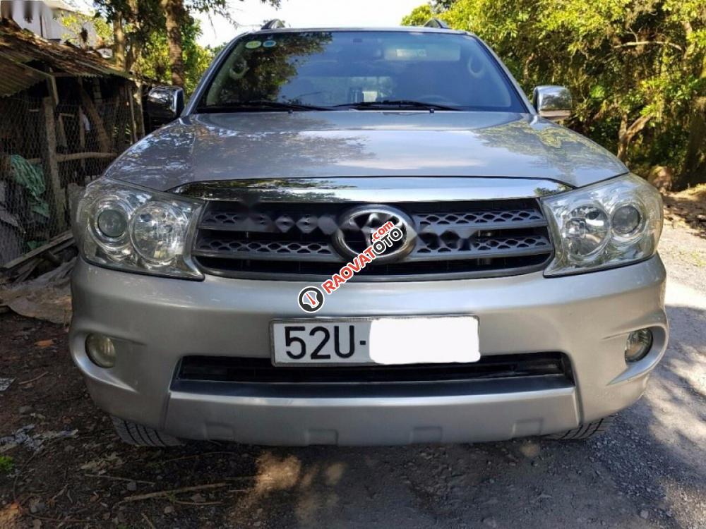 Cần bán Toyota Fortuner 2.5G đời 2009, màu bạc xe gia đình-0