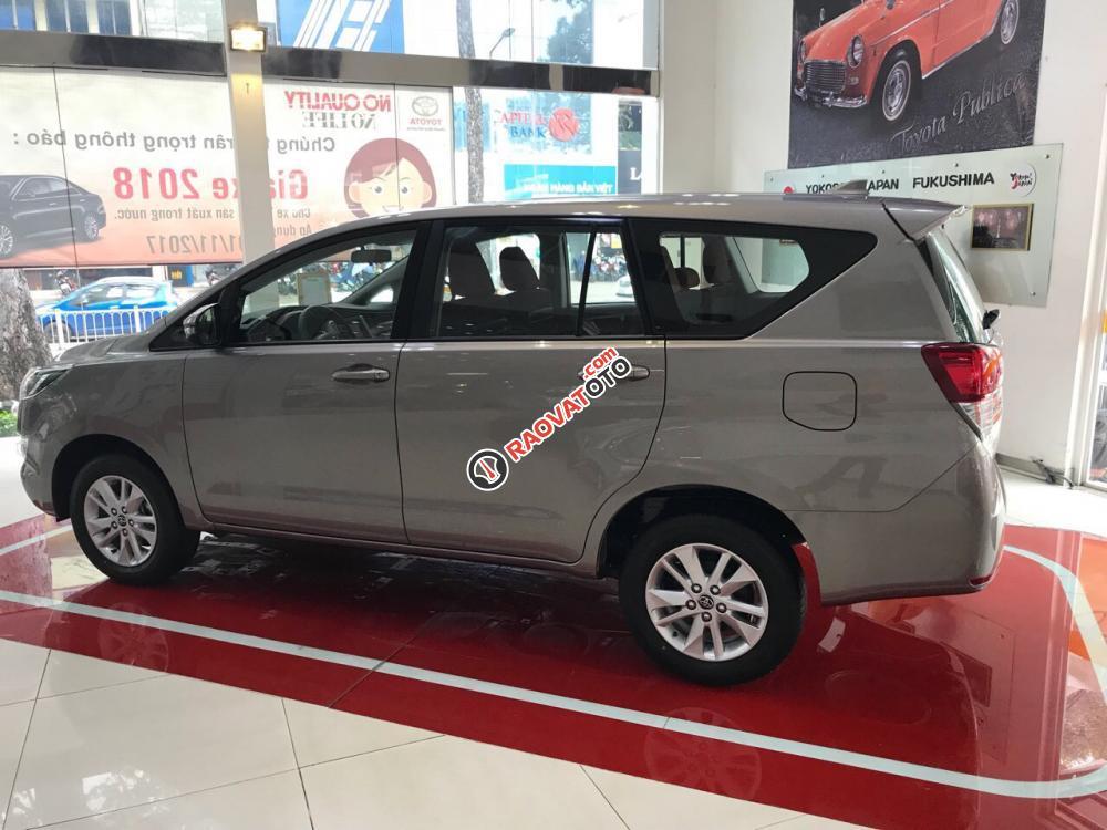 Bán ô tô Toyota Innova 2.0E MT, màu xám, giá cạnh tranh, hỗ trợ vay vốn 90%. LH: 0916 11 23 44-2