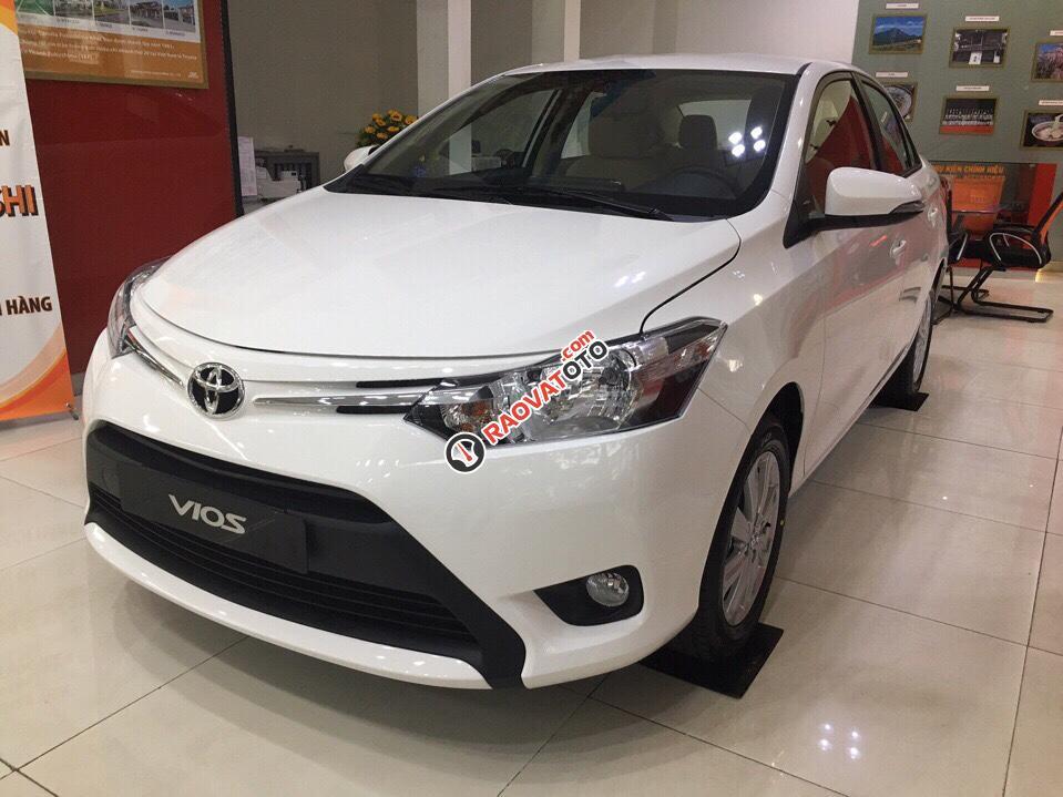 Bán Toyota Vios 1.5E MT, màu trắng giá cạnh tranh, hỗ trợ vay vốn 90%. LH: 0916 11 23 44-6