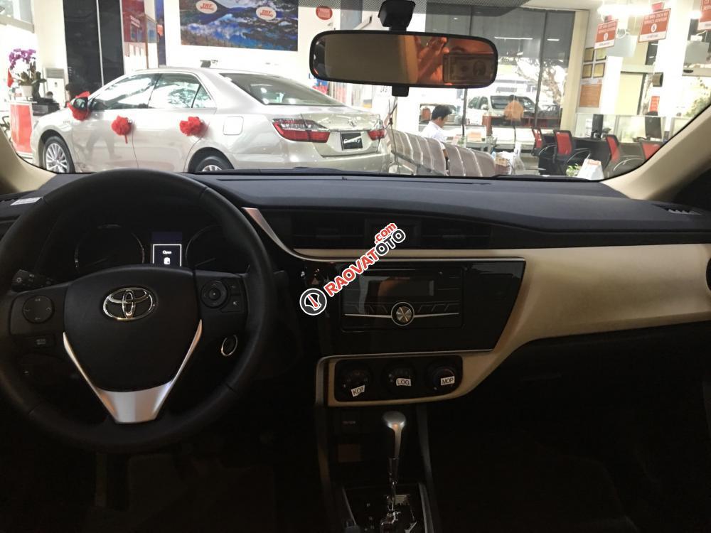 Bán xe Toyota Corolla Altis 1.8E (CVT) màu nâu, giá cạnh tranh, hỗ trợ vay vốn 90%. LH: 0916 11 23 44-5