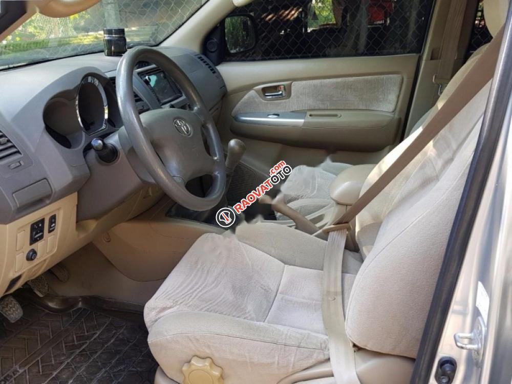 Cần bán Toyota Fortuner 2.5G đời 2009, màu bạc xe gia đình-4
