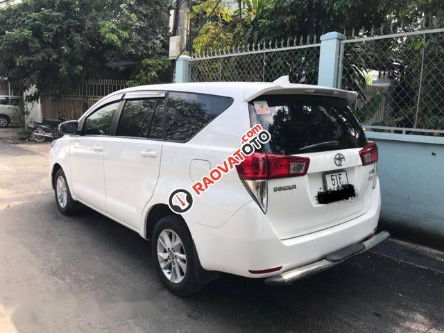 Bán xe Toyota Innova E 2.0MT đời 2017, màu trắng, 689 triệu-3
