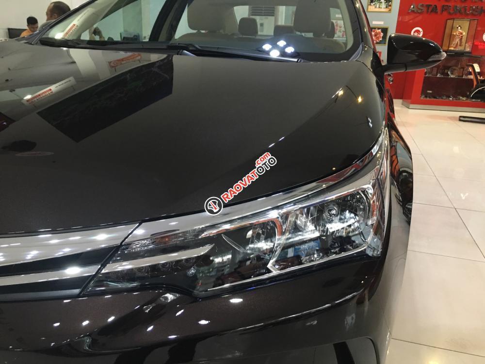 Bán xe Toyota Corolla Altis 1.8E (CVT) màu nâu, giá cạnh tranh, hỗ trợ vay vốn 90%. LH: 0916 11 23 44-6