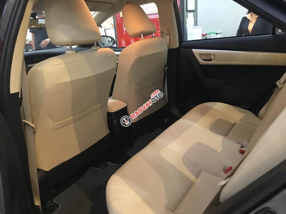 Bán xe Toyota Corolla Altis 1.8E (CVT) màu nâu, giá cạnh tranh, hỗ trợ vay vốn 90%. LH: 0916 11 23 44-4