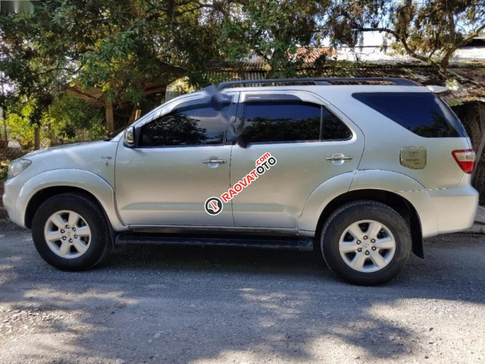 Cần bán Toyota Fortuner 2.5G đời 2009, màu bạc xe gia đình-3
