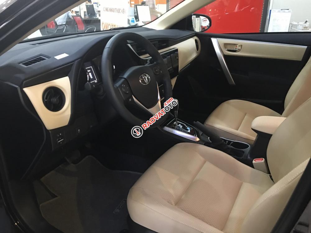 Bán xe Toyota Corolla Altis 1.8E (CVT) màu nâu, giá cạnh tranh, hỗ trợ vay vốn 90%. LH: 0916 11 23 44-3