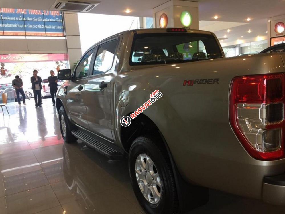 Cần bán xe Ford Ranger XLS 2.2L 4x2 AT sản xuất 2017, xe nhập, giá 680tr-2