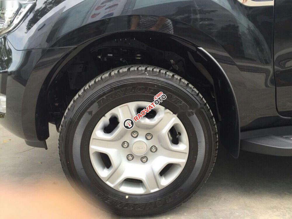 Bán ô tô Ford Ranger XLT 2.2L 4x4 MT đời 2017, màu đen, nhập khẩu nguyên chiếc-1