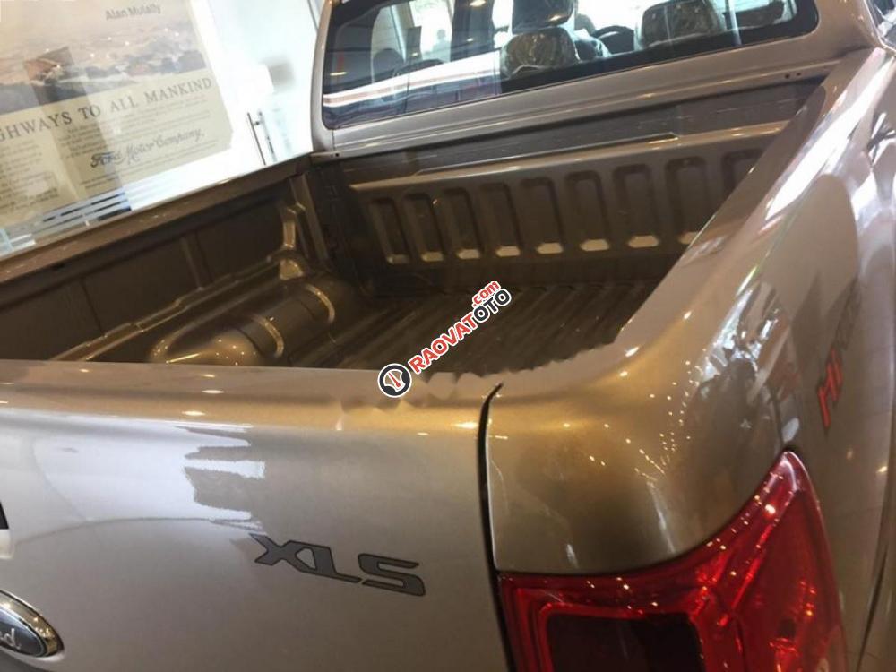 Cần bán xe Ford Ranger XLS 2.2L 4x2 AT sản xuất 2017, xe nhập, giá 680tr-0