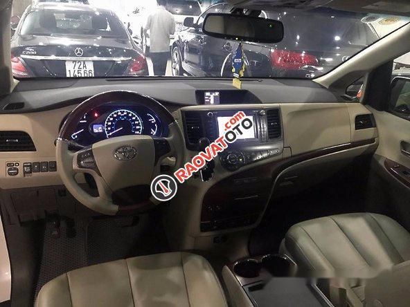 Bán xe Toyota Sienna đời 2011, màu trắng-6