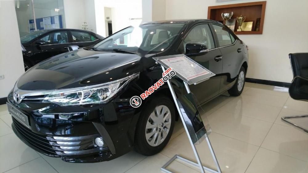 Bán xe Toyota Corolla Altis 1.8CVT đời 2017, màu đen-1