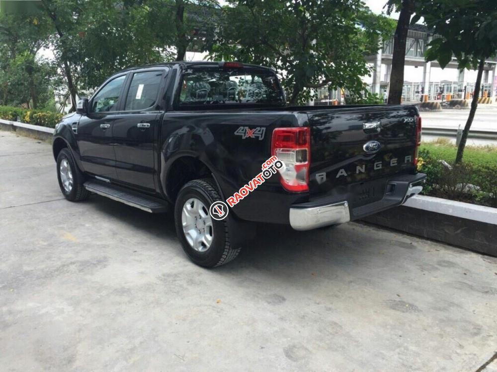 Bán ô tô Ford Ranger XLT 2.2L 4x4 MT đời 2017, màu đen, nhập khẩu nguyên chiếc-0
