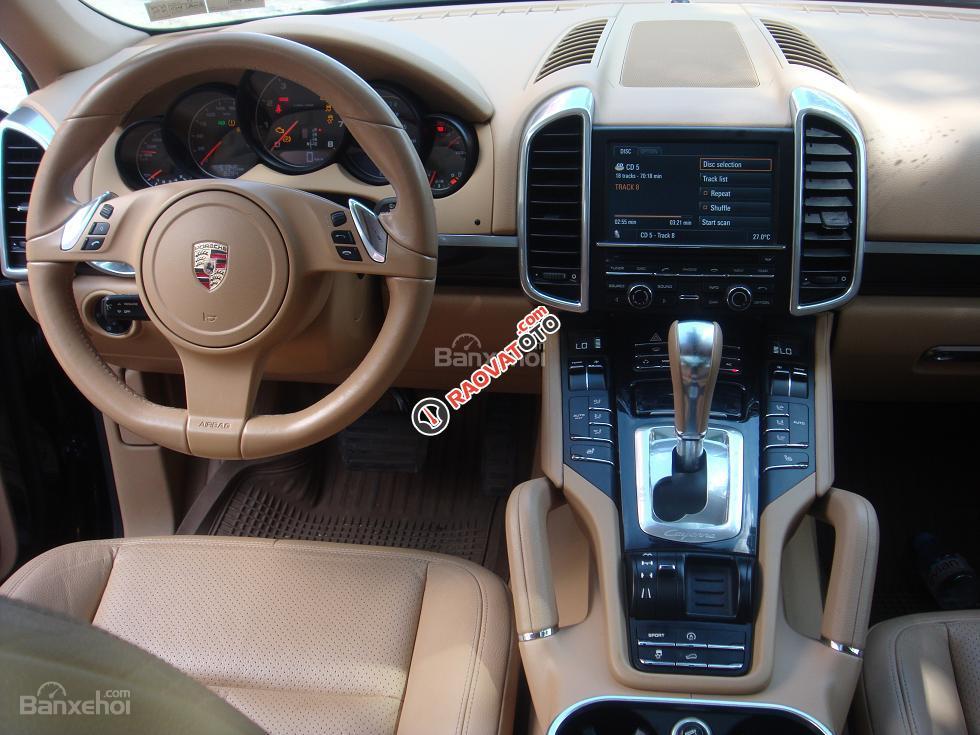 Xe Porsche Cayenne sản xuất 2011, màu đen xe nhập-3