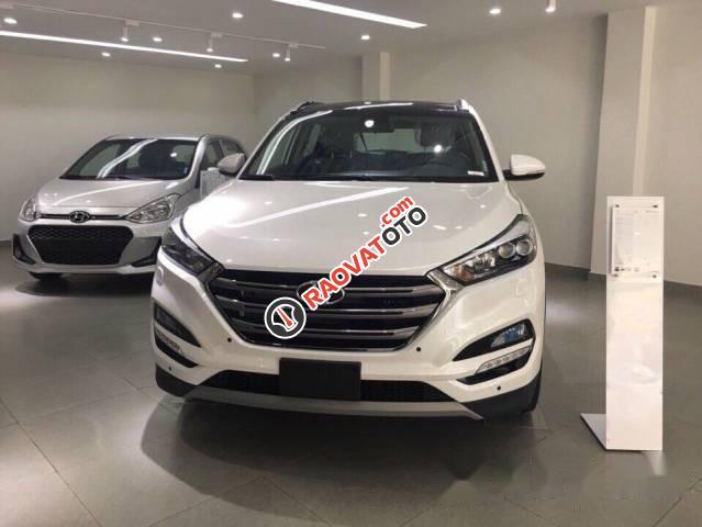 Cần bán Hyundai Tucson 2017, màu trắng-1