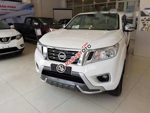 Bán Nissan Navara đời 2017, màu trắng-0