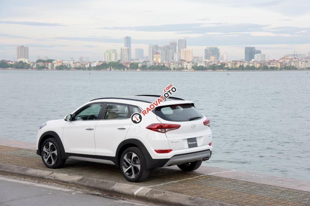 Bán ô tô Hyundai Tucson năm 2017 màu trắng, 760 triệu. LH: 0919293562-2