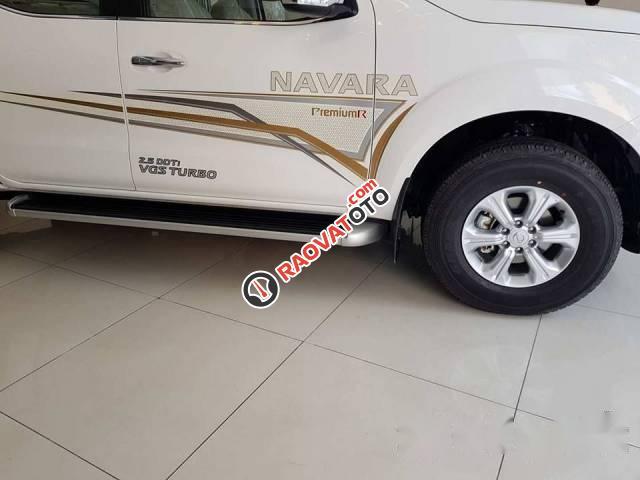 Bán Nissan Navara đời 2017, màu trắng-4