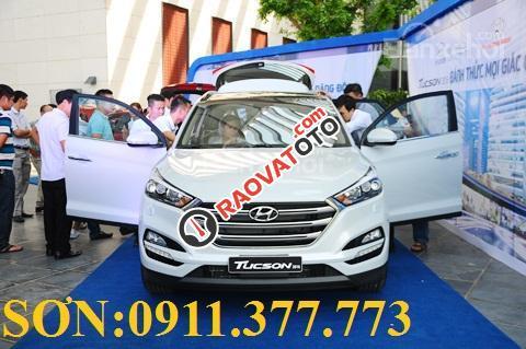 Cần bán Hyundai Tucson mới, màu trắng, LH Ngọc Sơn: 0911377773-18