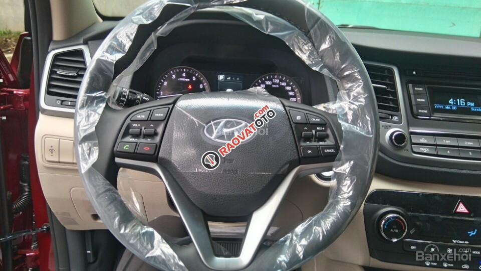 Cần bán Hyundai Tucson mới, màu trắng, LH Ngọc Sơn: 0911377773-7