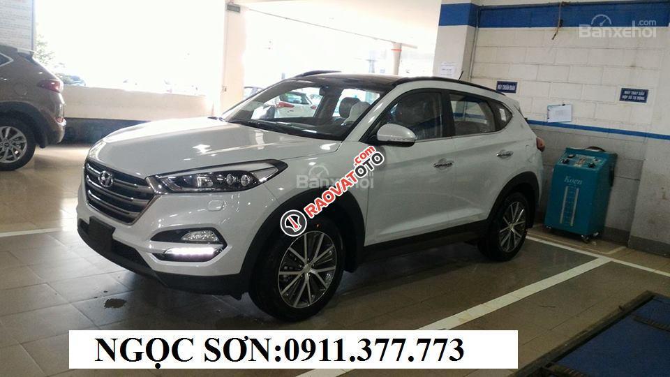 Cần bán Hyundai Tucson mới, màu trắng, LH Ngọc Sơn: 0911377773-5