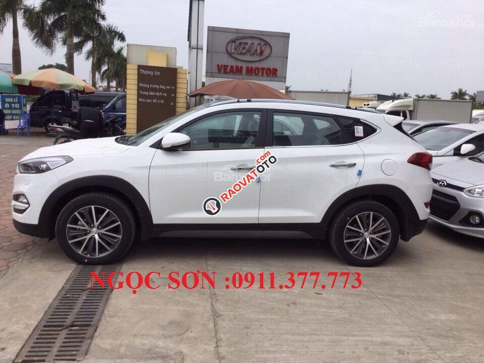 Cần bán Hyundai Tucson mới, màu trắng, LH Ngọc Sơn: 0911377773-9