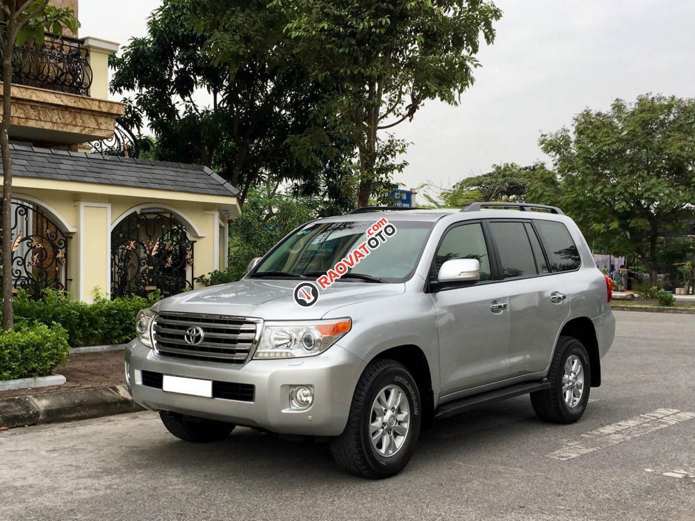 Cần bán gấp Toyota Land Cruiser VX V8 năm 2014, màu bạc, nhập khẩu nguyên chiếc-2