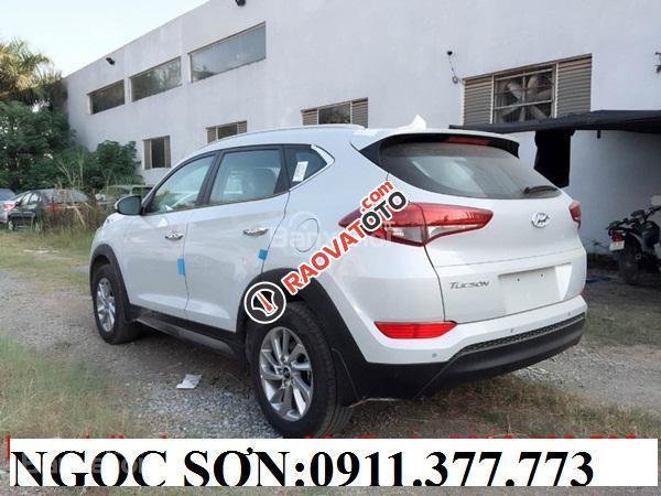 Cần bán Hyundai Tucson mới, màu trắng, LH Ngọc Sơn: 0911377773-21