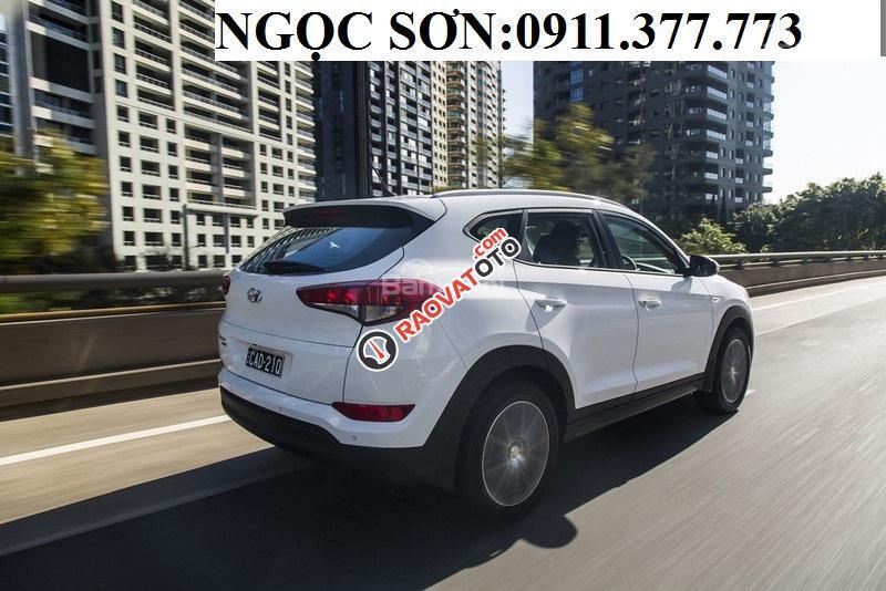 Cần bán Hyundai Tucson mới, màu trắng, LH Ngọc Sơn: 0911377773-17