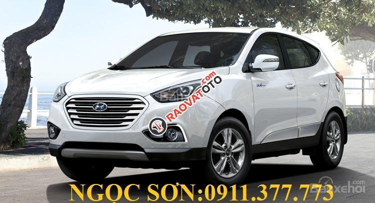 Cần bán Hyundai Tucson mới, màu trắng, LH Ngọc Sơn: 0911377773-4