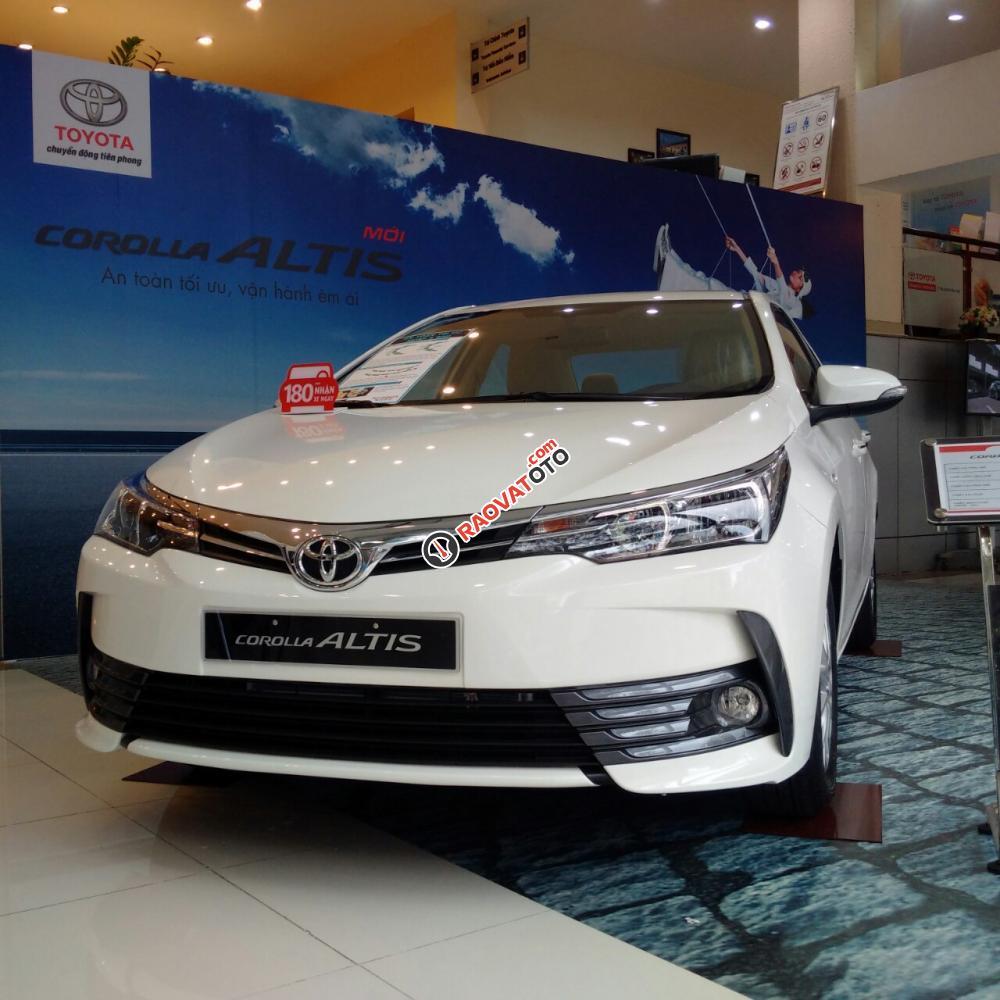 Cần bán xe Toyota Corolla Altis 1.8G-CVT đời 2018, màu trắng, giá chỉ 733 triệu, hỗ trợ vay trên 80%, lãi suất 6.99%-0