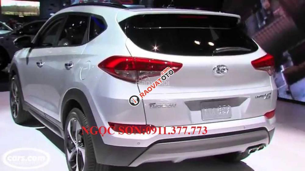 Cần bán Hyundai Tucson mới, màu trắng, LH Ngọc Sơn: 0911377773-23