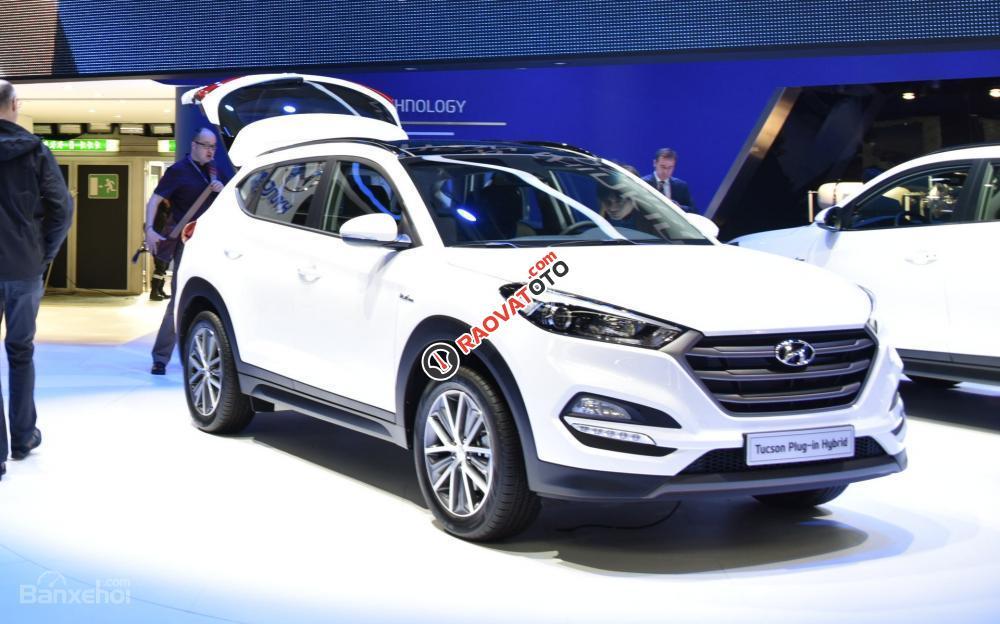 Cần bán Hyundai Tucson mới, màu trắng, LH Ngọc Sơn: 0911377773-6