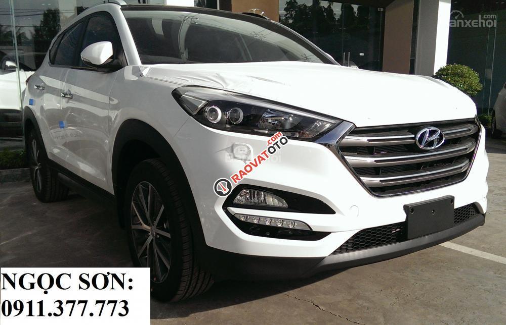 Cần bán Hyundai Tucson mới, màu trắng, LH Ngọc Sơn: 0911377773-20
