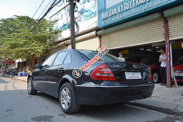 Bán ô tô Mercedes E280 đời 2005, màu đen - LH 0963271111-4