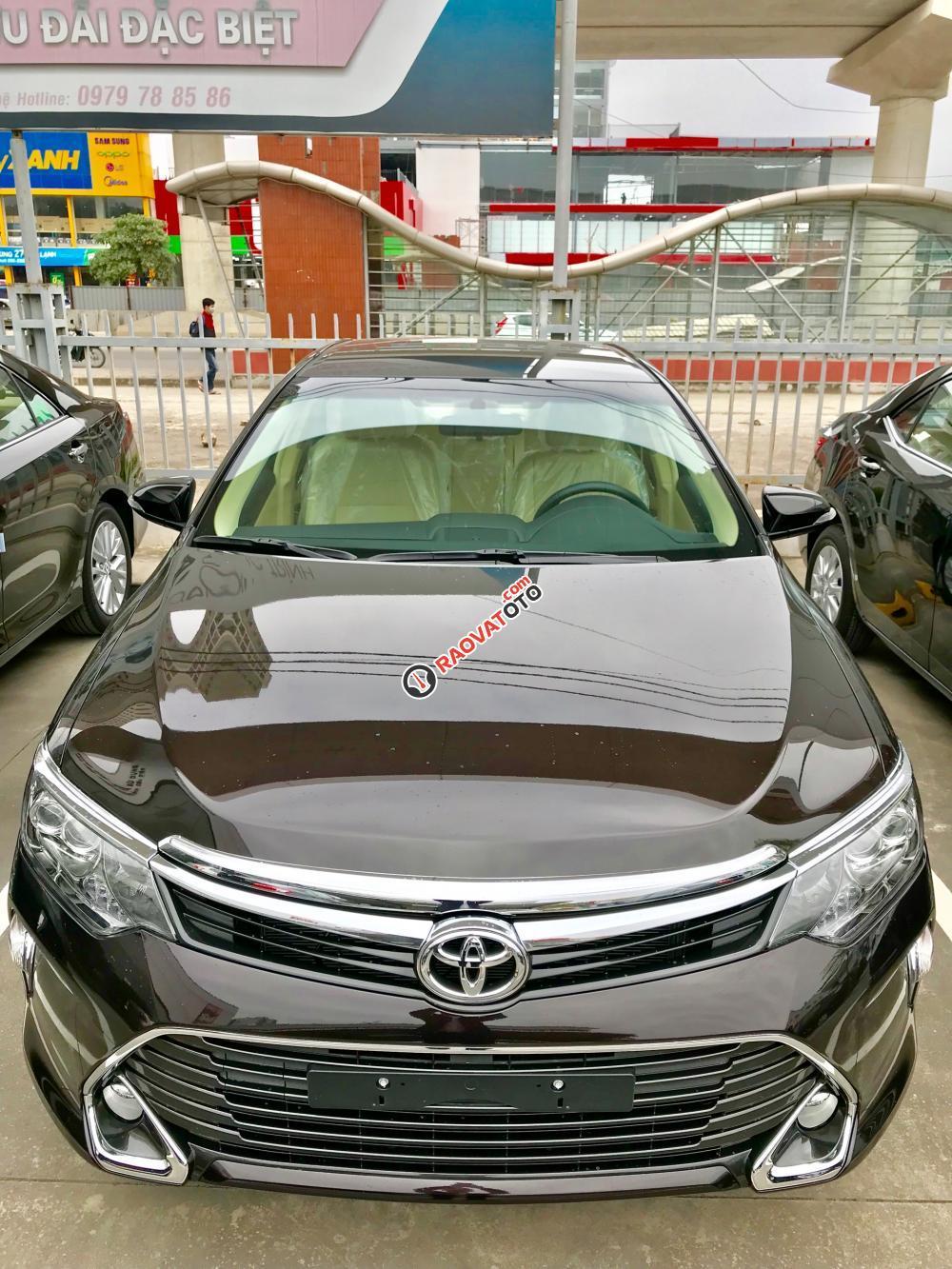 Cần bán xe Toyota Camry 2.0E đời 2017, màu nâu-1