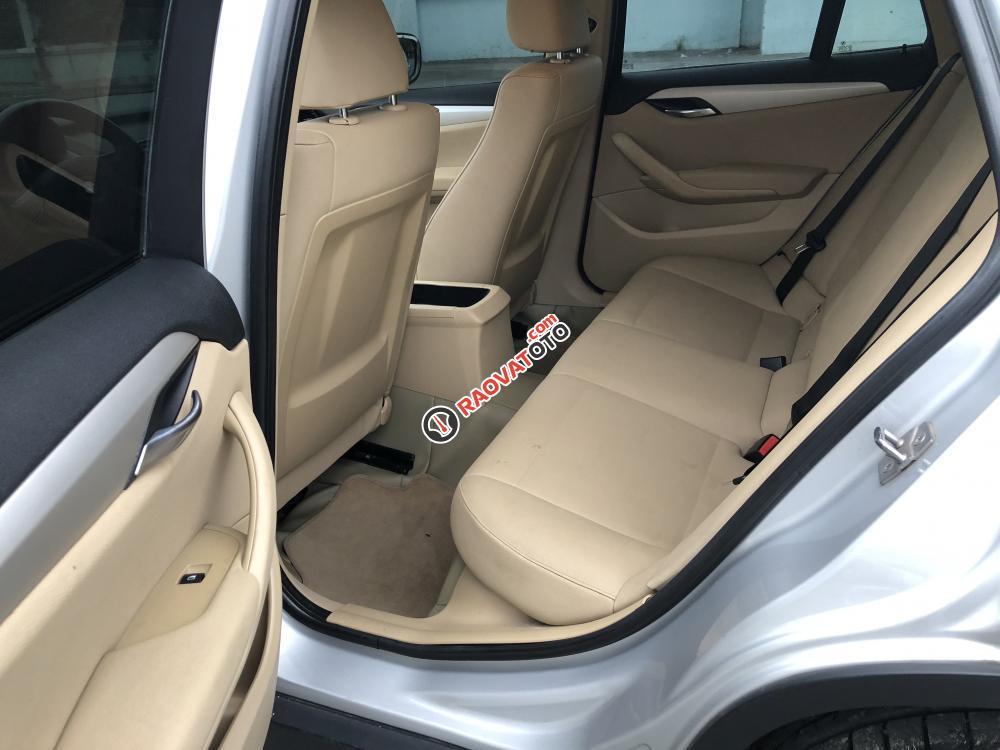 BMW X1 2011 form mới màu bạc, loại xe cao cấp, hàng full đủ đồ chơi-8