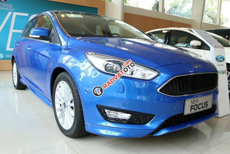 Bán xe ô tô Sài Gòn Ford Focus 1.5L Ecoboost Sport 5 cửa 2018, màu xanh, giá 749 triệu, chưa khuyến mãi-0