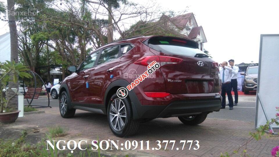 """""""Siêu Hot"""" bán Hyundai Tucson đời 2018, màu đỏ, giá chỉ 760 triệu, hỗ trợ vay 90% giá trị xe. Ngọc Sơn: 0911.377.773-16"""