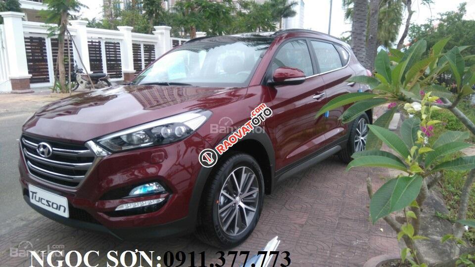 """""""Siêu Hot"""" bán Hyundai Tucson đời 2018, màu đỏ, giá chỉ 760 triệu, hỗ trợ vay 90% giá trị xe. Ngọc Sơn: 0911.377.773-12"""