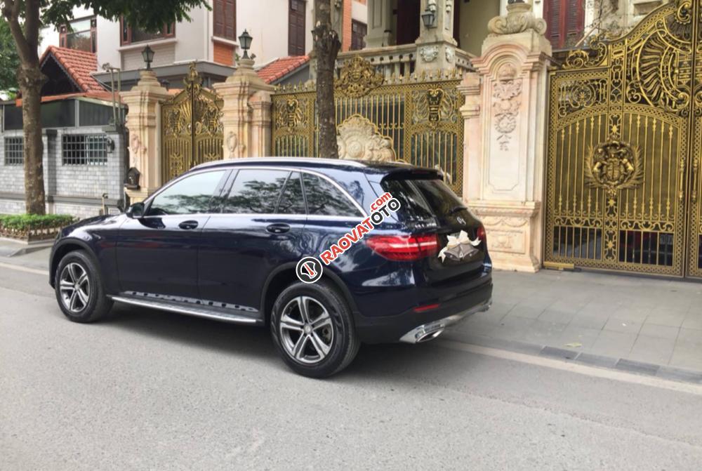 Bán Mercedes GLC250 đời 2016 màu xanh đen, bản full options-3