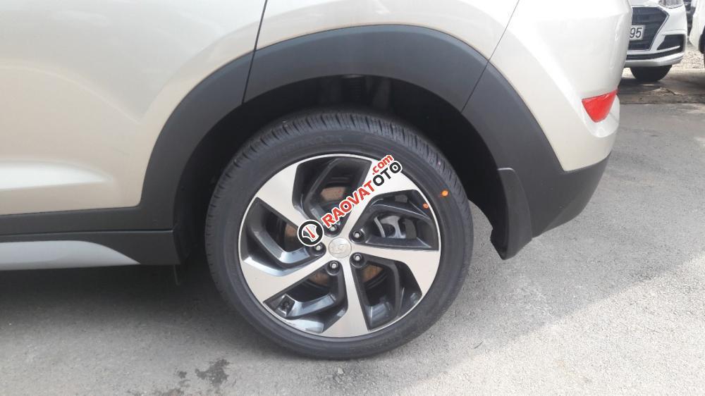 Hyundai Tucson 2.0AT bản đặc biệt màu vàng kim độc lạ, tặng gói phụ kiện giá trị 20 triệu-3