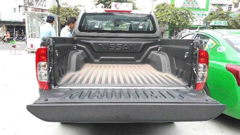 Bán xe Nissan Navara đời 2017, màu bạc, nhập khẩu nguyên chiếc, giá tốt-7