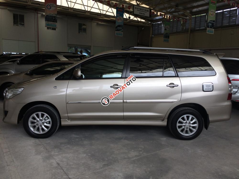 Bán Toyota Innova 2.0G AT sản xuất 2012, màu nâu vàng siêu đẹp-0
