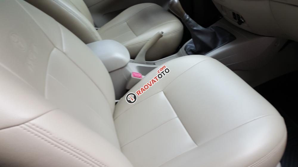 Bán Toyota Innova E số sàn, đời cuối 2014, màu bạc xe tuyệt đẹp-20