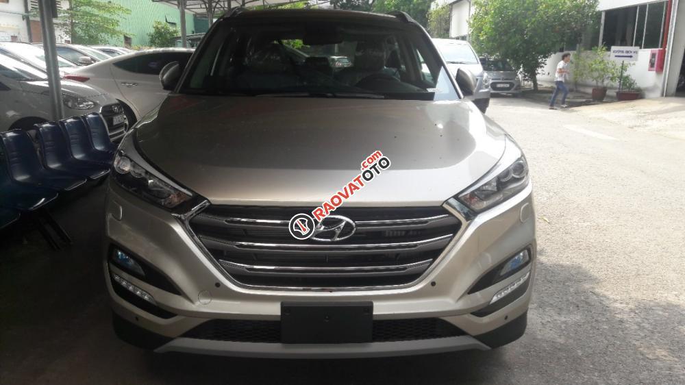 Hyundai Tucson 2.0AT bản đặc biệt màu vàng kim độc lạ, tặng gói phụ kiện giá trị 20 triệu-0