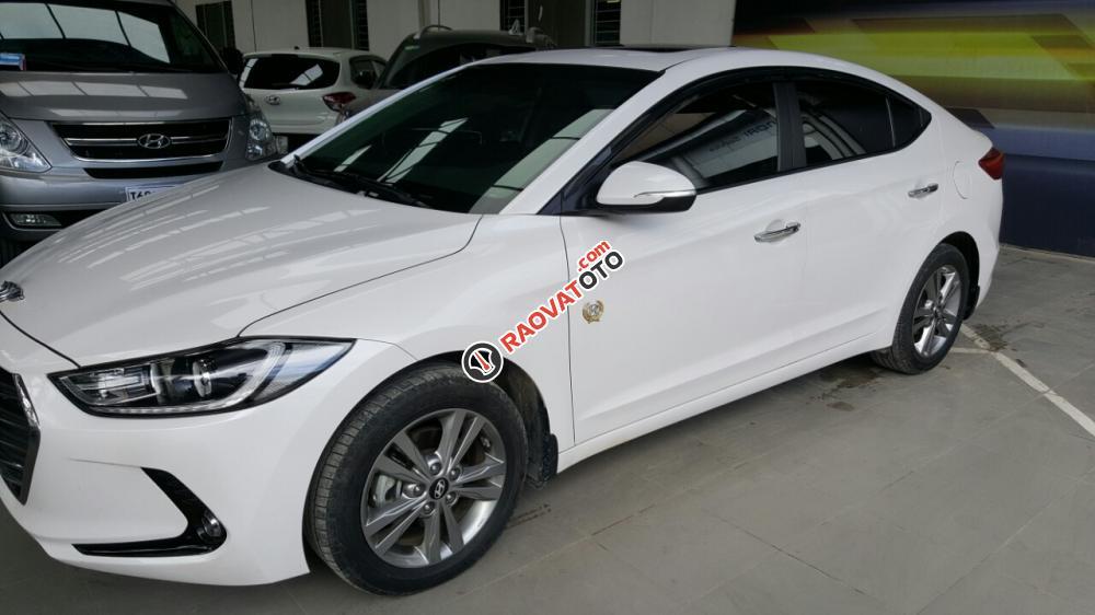 Bán Hyundai Elantra 1.6AT màu trắng, số tự động, sản xuất 2016, mẫu mới đi 20000km-5