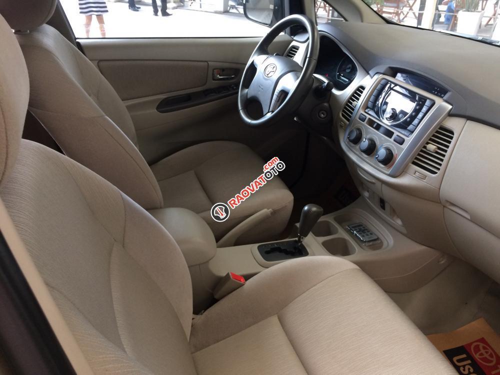 Bán Toyota Innova 2.0G AT sản xuất 2012, màu nâu vàng siêu đẹp-3