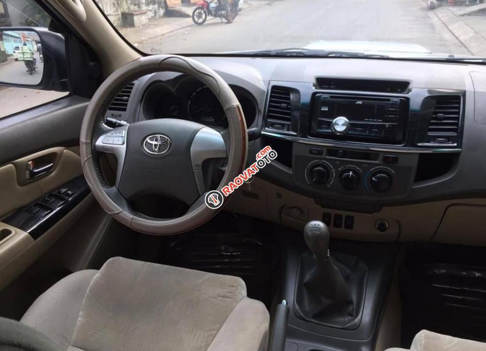 Cần bán chiếc Toyota Fortuner 2.5G MT 2014, máy dầu, màu bạc zin cực chất-8